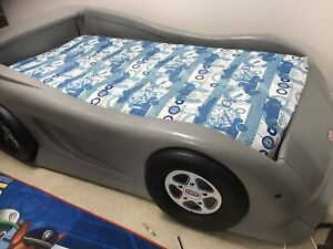Little tikes car bed. Great condition. Fits twin size bed