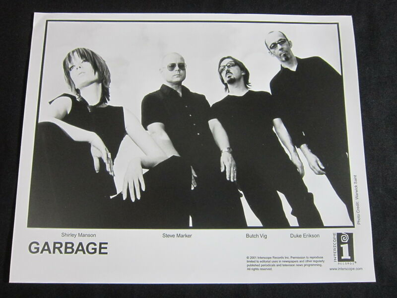 GARBAGE—2001 PUBLICITY PHOTO