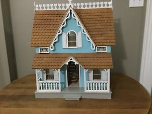 Quality two story dollhouse