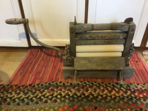 Vintage/Antique weathered Clothes Wringer ....Awesome
