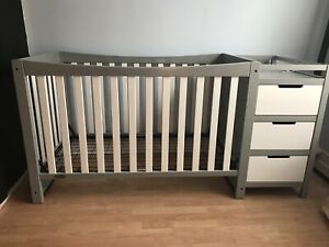 Graco Remi 4-1 Convertible Crib with Change Table