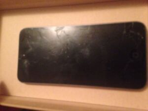 Selling iPod 5 grey 16gb for parts