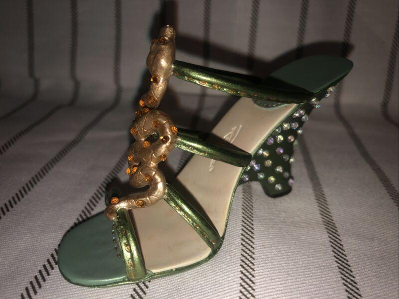 "Just The Right Shoe By Raine ""Venomous"" 25466 Date 2003"