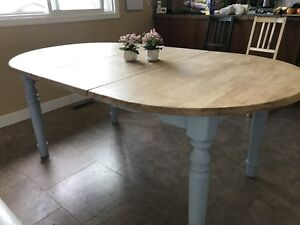 Solid Wood dining table vintage look - chalk paint