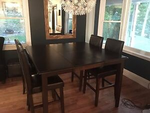 Dining table and chairs SOLD ppu