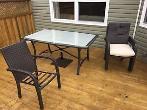 Free patio table and chairs (needs repair)