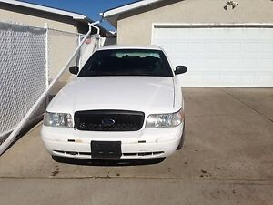Ford crown Victoria very good and low km