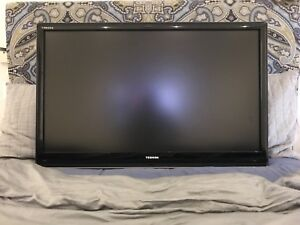 40'' Toshiba Regza TV with wall mount (avec wall mount)