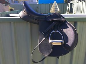 """Wintec 500 jump Saddle 17"""" Killarney Vale Wyong Area Preview"""