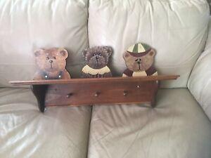 Table avec crochets pour chambre d'enfant