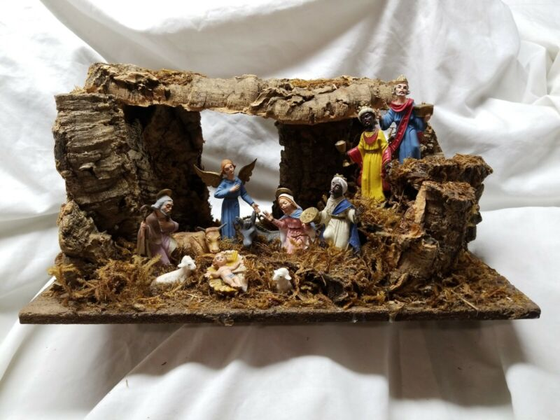 VINTAGE ITALIAN NATIVITY SET  MANGER UNIQUE CORK CRECHE 11 FIGURES MADE IN ITALY