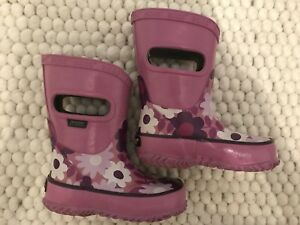 Toddler Girl BOGS Waterproof purple boots  *like new* size 5