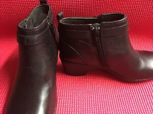 CLARKS LADIES ANKLE BOOTS size 6