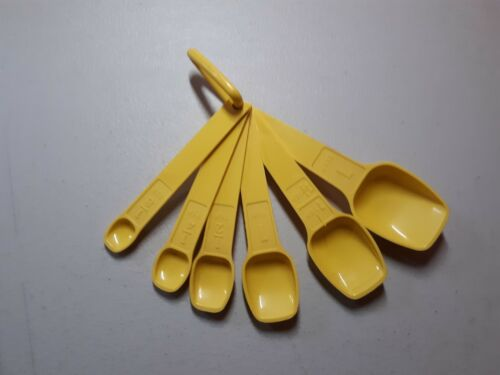 Vintage TUPPERWARE Yellow MEASURING SPOONS Set Of 6 w/ RING Complete