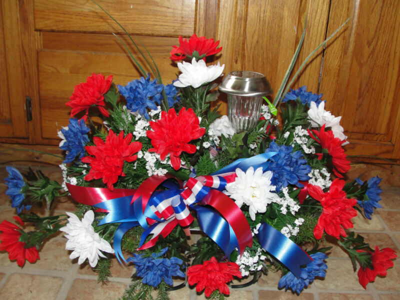 Army Memorial Flowers Military Patriotic Cemetery Solar Light Tombstone Saddle