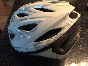 Small adult or youth bike helmet