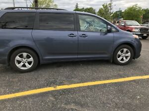 2017 Toyota Sienna LE mint condition