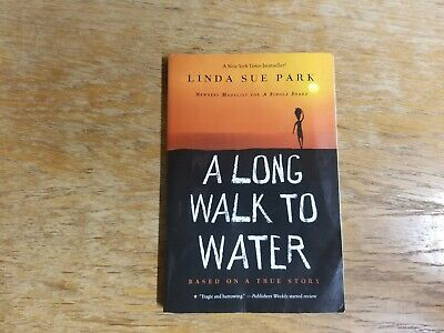 A Long Walk to Water: Based on a True Story - Paperback
