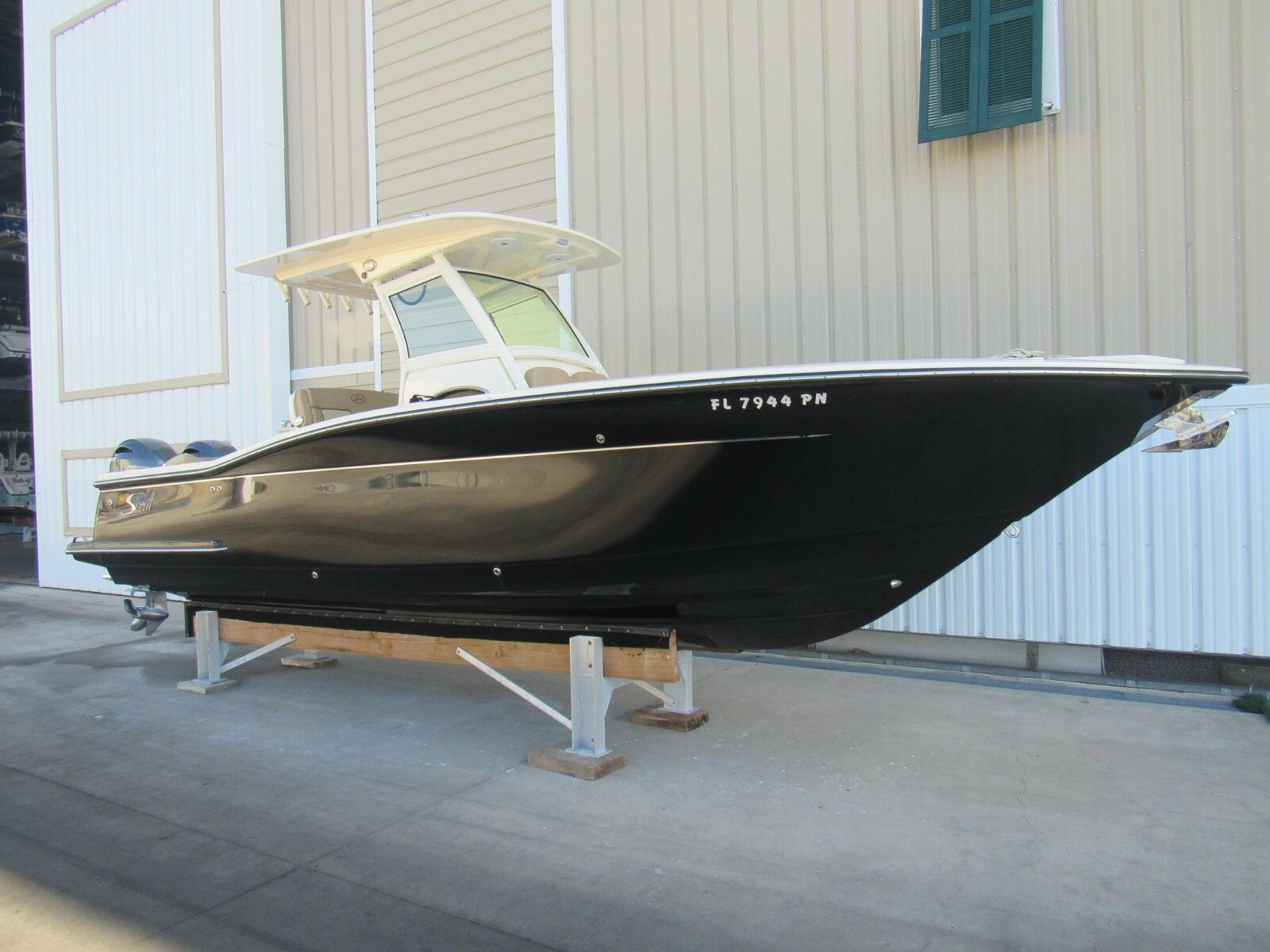 2016 Scout 275 LXF Center Console Very Low hours Like new Condition