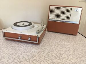 117B: Elvis Collectible Record Player & 45 Case Display ...  |Record Player Display