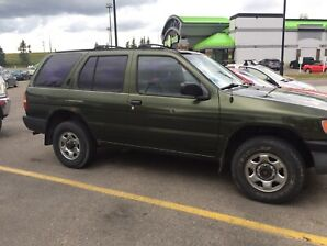 1997 Nissan Pathfinder 4X4, GREAT FOR WINTER AND STUDENTS
