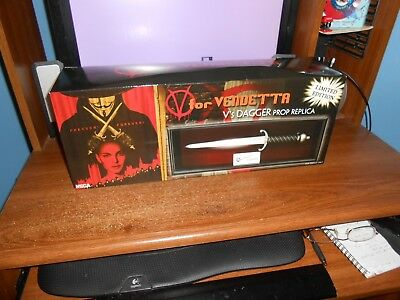 NECA V FOR VENDETTA V'S DAGGER PROP REPLICA 491 OF ONLY 1500 BRAND NEW FREE SH!!](V For Vendetta Daggers)