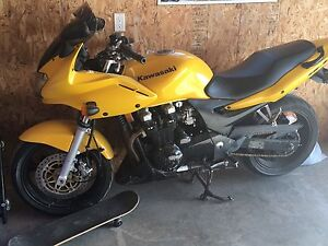 2003 Kawasaki ZR7s Excellent condition. $2600. Safetied.