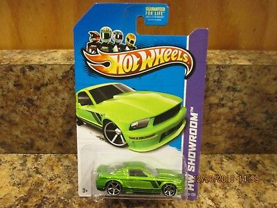 2014 HOT WHEELS WORKSHOP 07 FORD MUSTANG GREEN 229/250 (J)