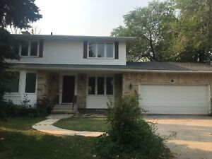 GREAT FAMILY HOME - CLOSE TO UNIVERSITY OF MB