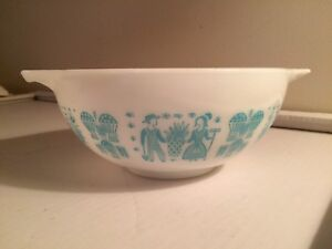 Vintage Amish Butterprint Pyrex 2 1/2 qt Bowl