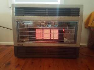Rinnai Large 3 Bar LPG Fan Forced Gas Heater Killarney Vale Wyong Area Preview