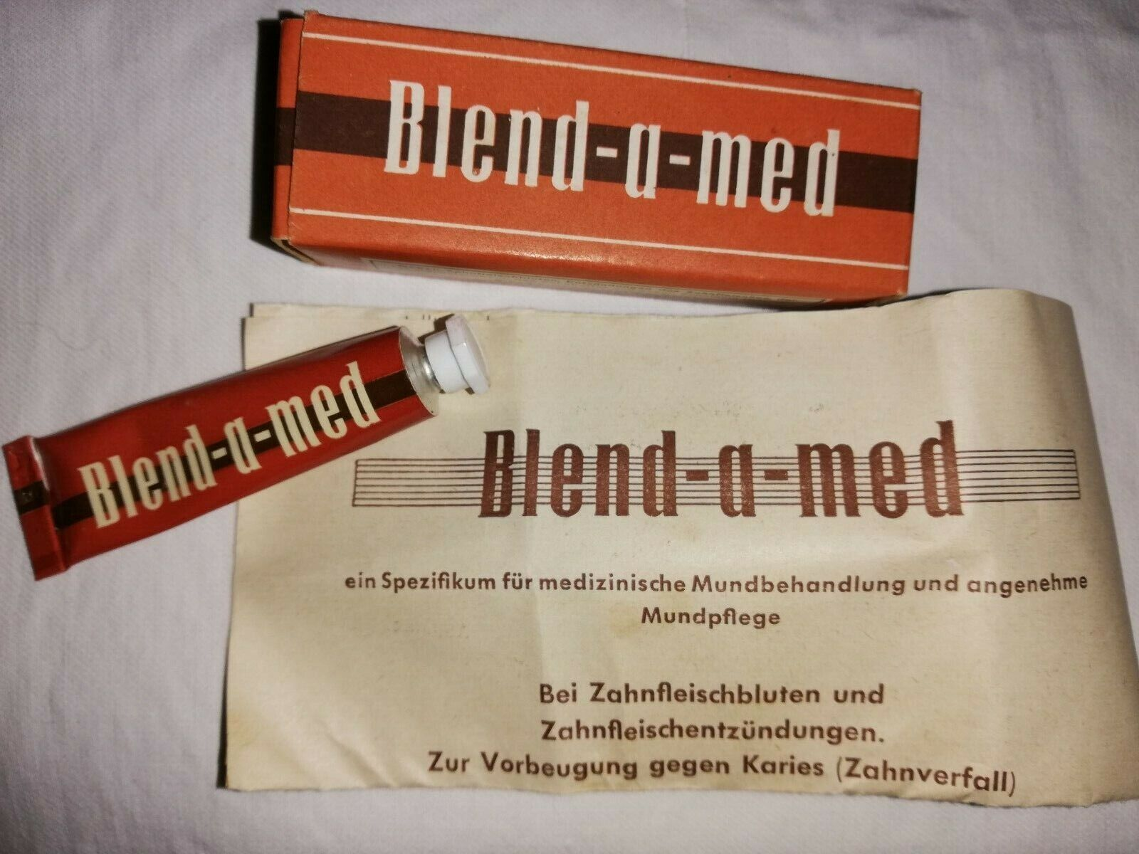 alte Werbung, Reklame, Zahnpasta Blend-a-med, Originalpackung, Kaufladen, Probe