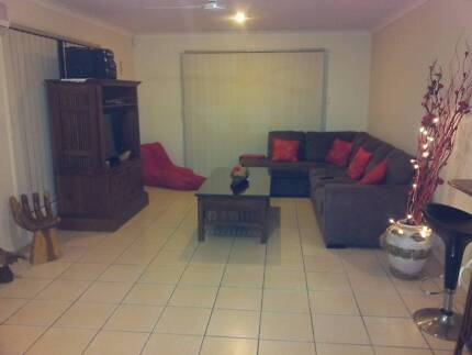 Room for rent close to Griffith University Hospital