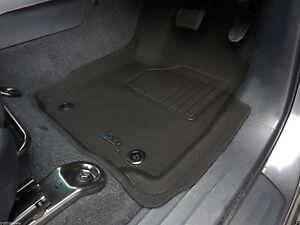 Toyota Hilux dual cab 2015 - 2017 Rubber Floor Mats black 3D - Auto Transmission