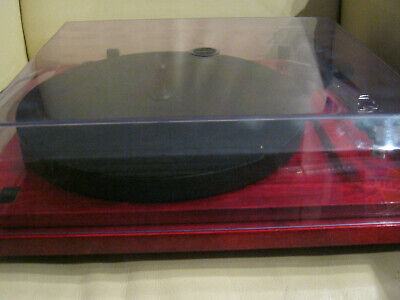Plattenspieler Revolver Rebel SEE ,Klavierlack rot mit Audio Technica AT3600