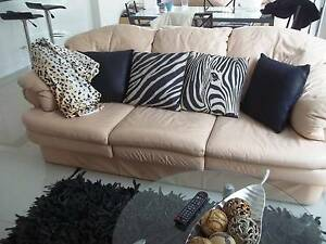 leather lounge : sofa and armchairs Landsdale Wanneroo Area Preview