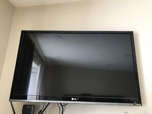 "LG 37"" LED HD TV 1080p - has some lines - priced to go!!"