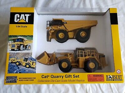 Brand Norscot Scale Models brand 2002 55103 1:64 scale Cat Quarry Gift Set