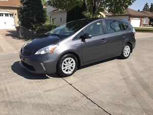 2012 Toyota Prius V Hatchback **LEATHER/SKY-VIEW ROOF**