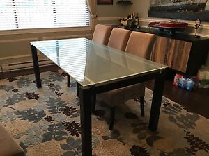 Dining room table by Structube