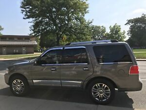 2010 Lincoln Navigator mint condition