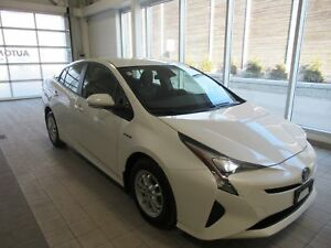 2017 Toyota Prius low km!! LEASE RETURN !