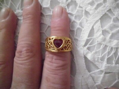 Gold Tone Costume Jewelry Women's Size 7 Ring With Red Heart Stone Swirl on Side