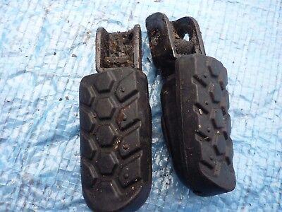 <em>YAMAHA</em> XT125R PAIR FOOTRESTS