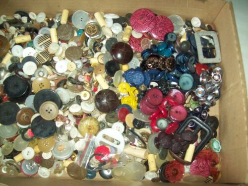 Lot of 4 lb 6oz of vintage unsorted sewing buttons