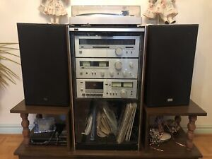 Unit with stereo turn table,and cassette player
