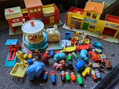 LOT Vintage Fisher-Price Little People Play Set Family Village Main Street City