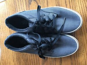 FOR SALE:  Youth Vans Shoes sz 6 Like New Grey Boys Girls