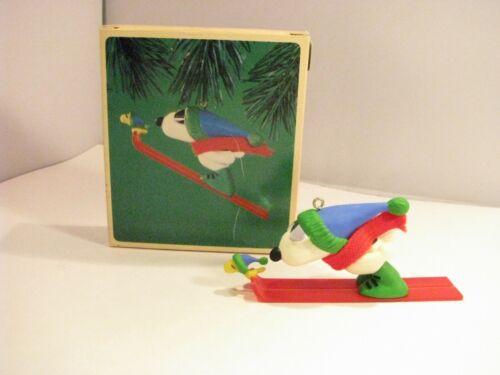 🎄 1972 Hallmark Keepsake Ornament ~ Peanuts *Snoopy and Woodstock* Skiing