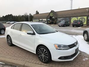 2014 Volkswagen Jetta Highline/TDI/ LEATHER / MOONROOF / HEATED